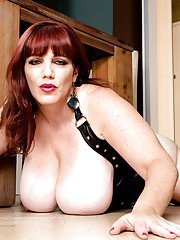 Leather stocking and bustier clad older redhead Roxee Robinson masturbating