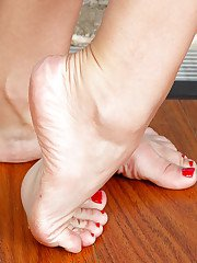 Blonde solo girl Aaliyah Love showing off great MILF legs and barefeet