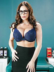 Stocking and glasses garbed babe Kendra Lust unveiling big pornstar juggs