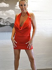 Aged blonde housewife Sandra Otterson freeing large boobs for babe pictures