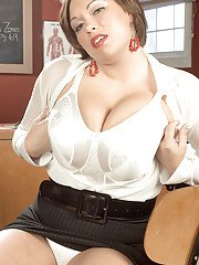 Short haired Latina babe Victoria Lane unveiling large tits in skirt