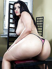 Overweight Latina babe loosing big pornstar buttocks from underneath dress