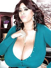 Chubby brunette MILF Roxi Red unleashing massive hanging hooters