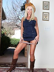 Mature blonde in cowgirl boots and hat unveiling shaved snatch