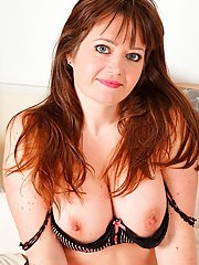 Busty Euro BBW Suzzanne Midsummer freeing beaver from pantyhose