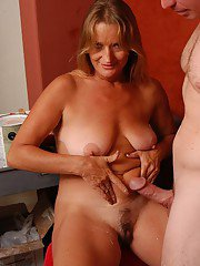 Mature blonde woman Vickie having saggy boobs popped loose before sex