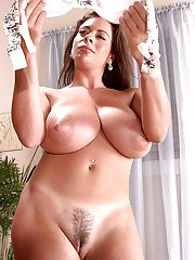 European MILF Linsey Dawn McKenzie letting massive boobs loose from brassiere