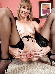 Stocking attired granny Patsy stretching cunt wide open after doffing panties