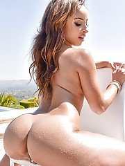 Teanna Trump makes magic with posing nude and twerking her ebony ass