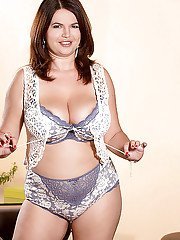 Special nude scenes with chubby MILF in heats Vicky Soleil