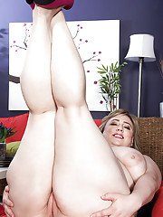 Perfect solo moments with a huge dildo for fatty MILF Laddie Lynn