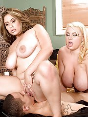 Women with huge tits Scarlett Rouge and Selena Castro top threesome