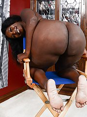 Fat black amateur Black Dahlia showing off big booty and pink pussy