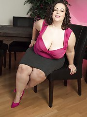 Mia Sweetheart removes clothes to pose her fat body while alone in the office
