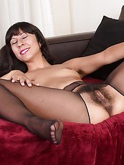 Woman with tiny boobs and furry pussy Vivi Marie slutty solo