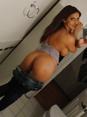 Hot ex-gf Madison Ivy baring nice melons and phat ass while taking selfies
