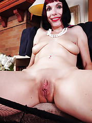 Alyce Porter removes lingerie and panties to pose her fat pussy on cam