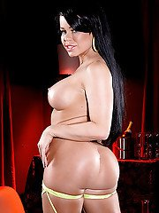 Latina MILF Nikki Delano showing off her big booty before fingering pussy