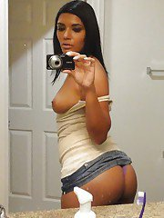 Big assed girl makes a self shot of her curvaceous body for her boyfriend