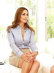 Tanya Tate enjoys younger Mia Malkova for a complete lezzie show