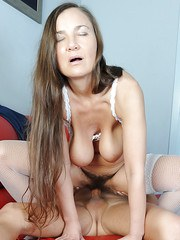 Older Euro amateur Svetlana getting her hairy pussy done by man half her age