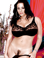 European MILF Linsey Dawn McKenzie baring nice melons while getting undressed