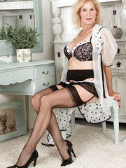 Mature fatty in black stockings Molly Maracas rubs her insatiable pussy