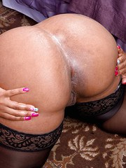 Big ass ebony woman Cherry Blossoms naughty solo pussy finegring
