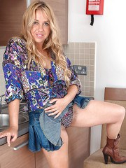 Blonde mature woman Elle Macqueen spreads legs to show her hairy beaver