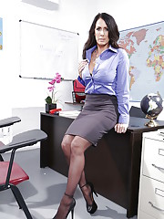 Needy mature Reagan Foxx starts working her shaved pussy at work
