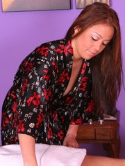 Asian masseuse Mia Lelani goes extra mile to satisfy with a 69 positioned BJ