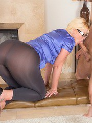 Nerdy blonde chick with huge ass sucking cock on hands and knees