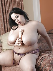 Fatty mature bimbo Devyn Devine stimulates tits and fat pussy with a dildo