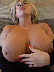 MILF with a gorgeous body gets her horny pussy ready for rough insertions