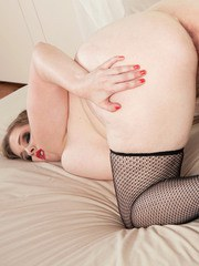 Curvy chick Smiley Emma finger fucking in mesh gloves and stockings