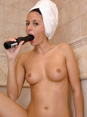 Steaming hot MILF Nikki Daniels takes a bath and then toys herself nicely