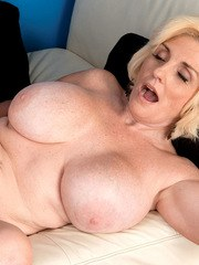 Chubby older housewife Missy Thompson takes internal cumshot from younger male
