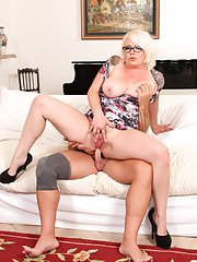 Plump MILF Missy Monroe doing hard anal on sofa with her glasses on