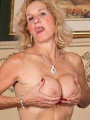 European mature in heats Molly Maracas soft finger fucking solo on the couch