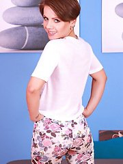 Cute MILF with short hair Sasha Zima poses in her yoga pants and reveals twat