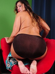 Mature fatty Stephanie licks her own feet and shows her big pink twat