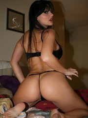 Ex-gf Aletta Ocean gives her guy the finger but still gets naked for him