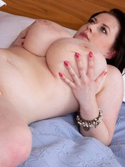 Fat cougar Anna Beck seduces her guitar instructor in short dress