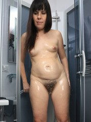 Plump girl Malavi Mepanse likes to fondle her wet body and to rub hairy twat