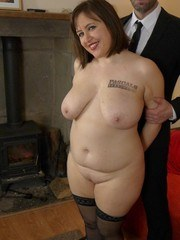 BBW amateur Laura Louise uncovers her saggy boobs while undressing