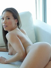 Asian model Kalina Ryu spreads her pussy lips and fingers herself