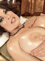 European MILF with a perfect body and big boobs gets massaged and screwed