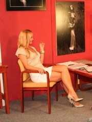 European MILF nudity solo with blonde beauty in love with shaking it