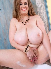 Chubby hottie with huge natural boobs Smiley Emma soaps and foams her big jugs