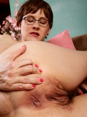 Nerdy mature housewife Sofia Rodas shows off her all natural girl parts